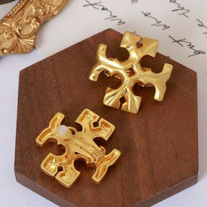 Retro Style Matte Golden High-End T-Label Earrings